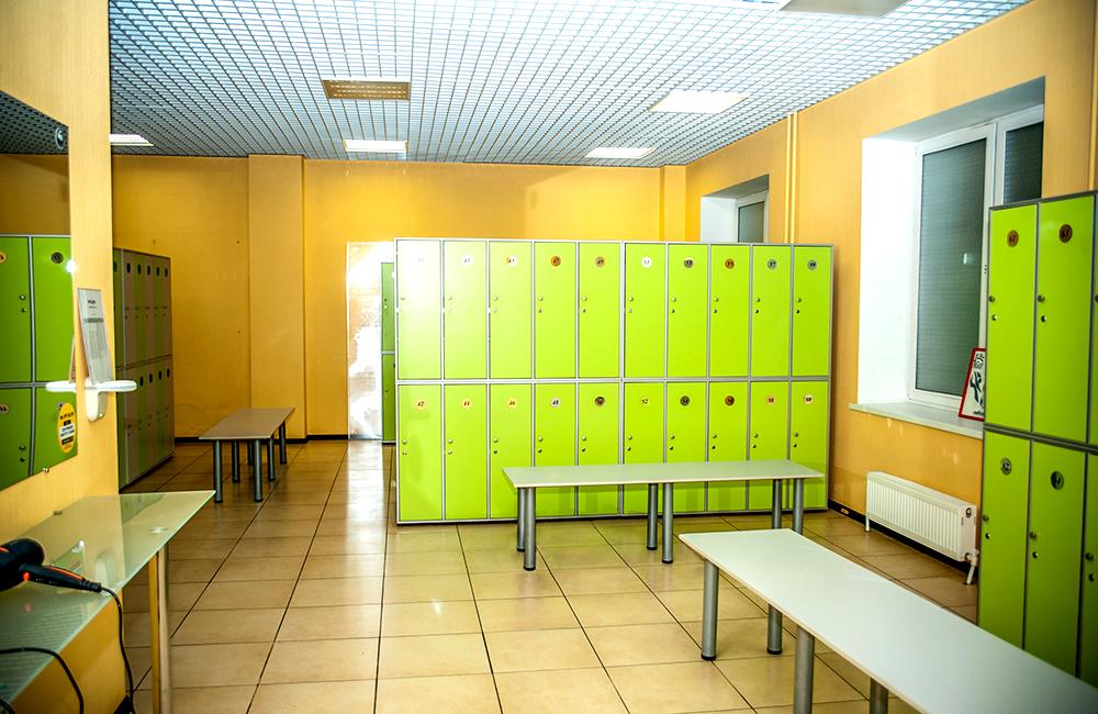 Раздевалка фитнес-клуба фото